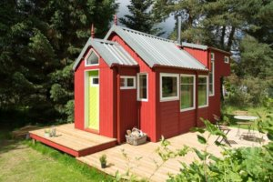 4 Compelling Reasons To Add Wall Décor Into Your Tiny Home